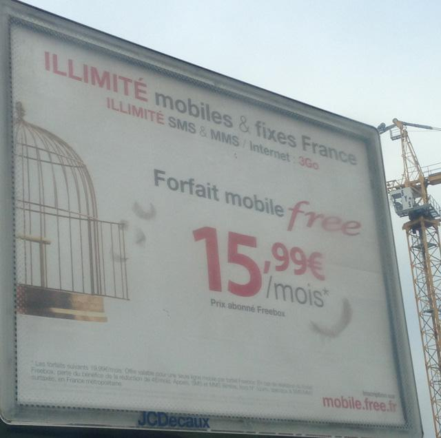free mobile met en avant le prix abonn freebox dans campagne de pub. Black Bedroom Furniture Sets. Home Design Ideas